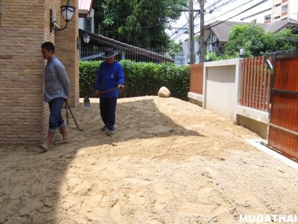 การปรับทรายเพื่อจัดสวน